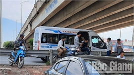 Tái diễn tình trạng xe ô tô đón, trả khách trái phép trên cao tốc Hà Nội – Bắc Giang