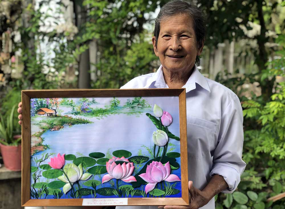 Couple, half a century, embossing life into art, embossing technique, tranh goi vai, portraits for worshipping purposes, silk embroidery