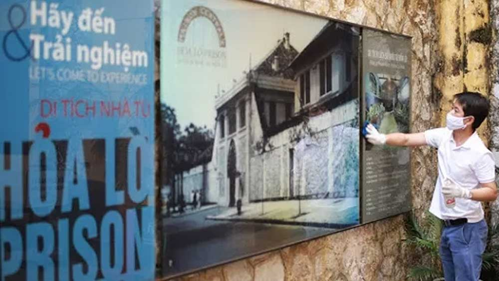 Hoa Lo Prison offers gifts and fresh experience to visitors on reopening day
