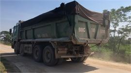Lãnh đạo huyện Hiệp Hòa chỉ đạo xác minh, kiểm tra xe tải trọng lớn lưu thông trên đê tả Cầu