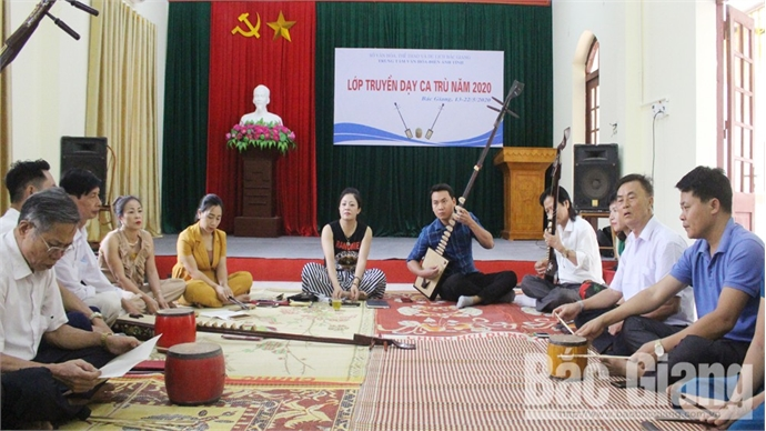Bac Giang organizes course to teach Ca tru to talent artists at grass roots level