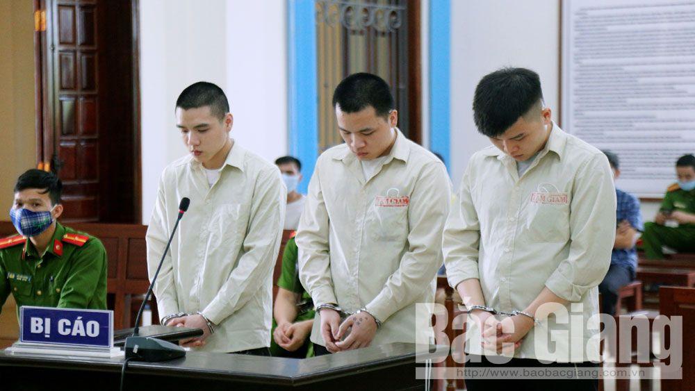 Các bị cáo tại phiên tòa xét xử.