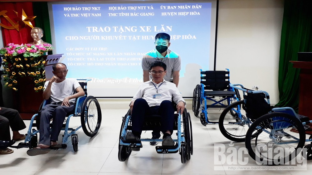 Wheelchairs, disable people, Bac Giang province, people with disabilities, small gift, practical meaning, travel demand,  integrate into the community