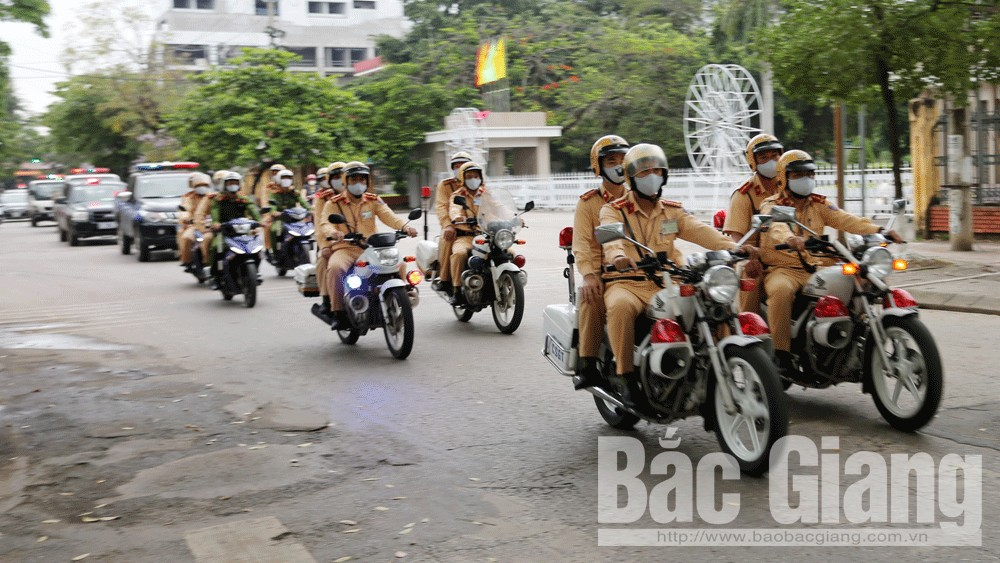 Bắc Giang: Xử lý gần 160 trường hợp vi phạm ATGT trong ngày ra quân tổng kiểm soát phương tiện