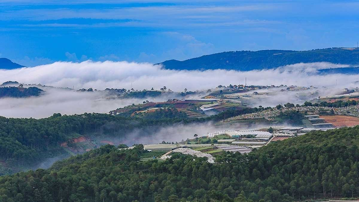 Chasing clouds, Da Lat city, different Central Highlands, overnight experience,  sunrise on the hills, dawn crack over the horizon
