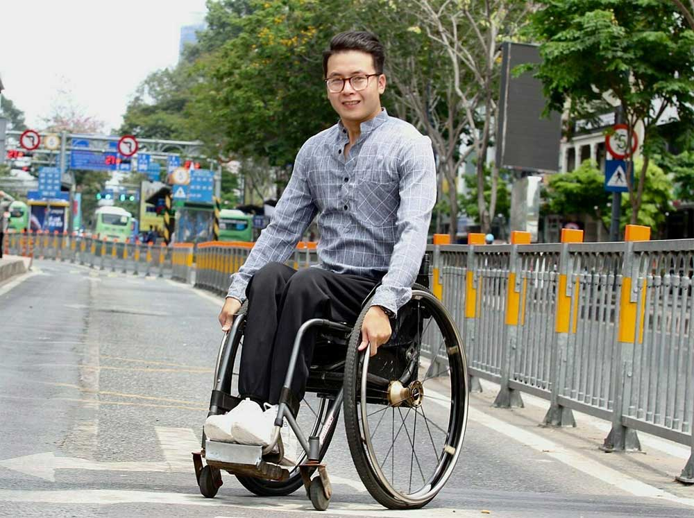 Disability, wheelchair-bound man, travels around Vietnam, Phan Vu Minh, physical condition,  passion for travelling, spinal deformity