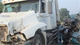 Xe container lấn làn đâm trực diện 3 xe máy và một ô tô, một học sinh lớp 12 tử vong