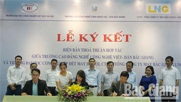 Trường Cao đẳng nghề Công nghệ Việt - Hàn Bắc Giang hợp tác đào tạo nghề may
