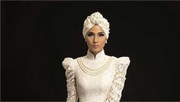Trương Thị May phối áo dài với mũ turban