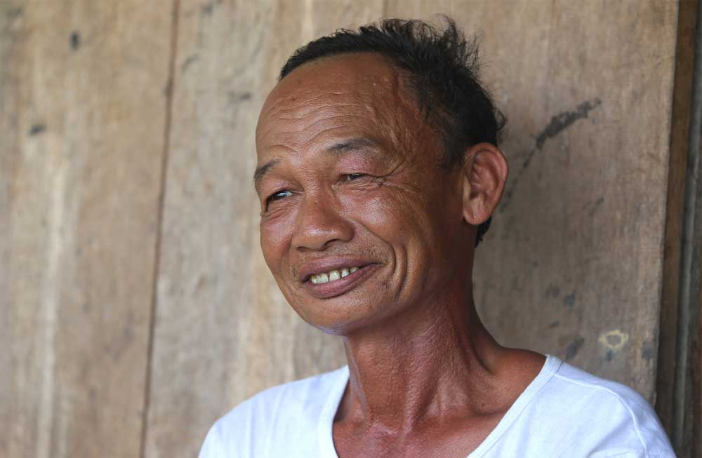 Forest guard Mai Van Hoa, 15 years, hydropower islet, hydropower project, three-room wooden house, forest protection initiatives