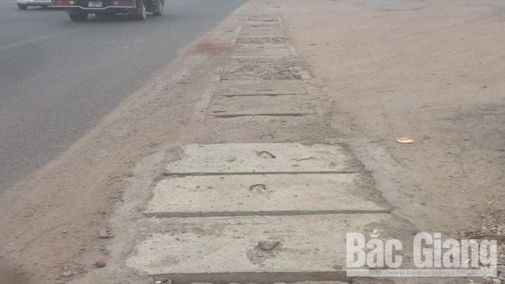 Khắc phục tình trạng vỡ nắp rãnh thoát nước dọc quốc lộ 1 thuộc huyện Lạng Giang
