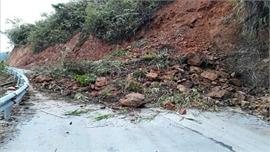 Mưa lớn tại Lào Cai gây sạt lở và làm ách tắc Quốc lộ 279