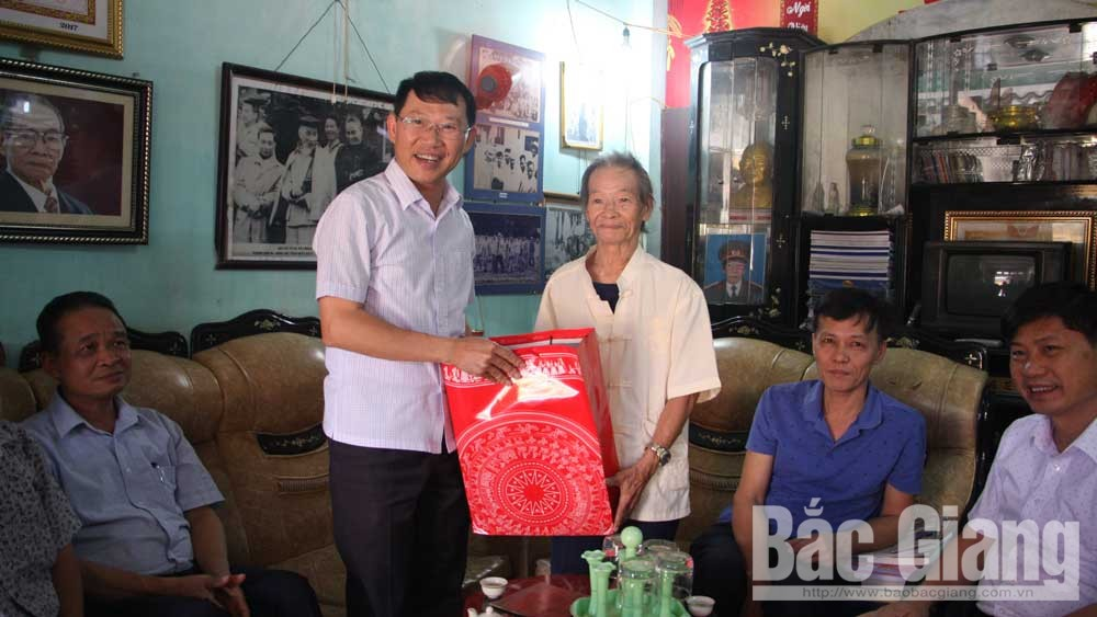 Man honored to meet Uncle Ho six times