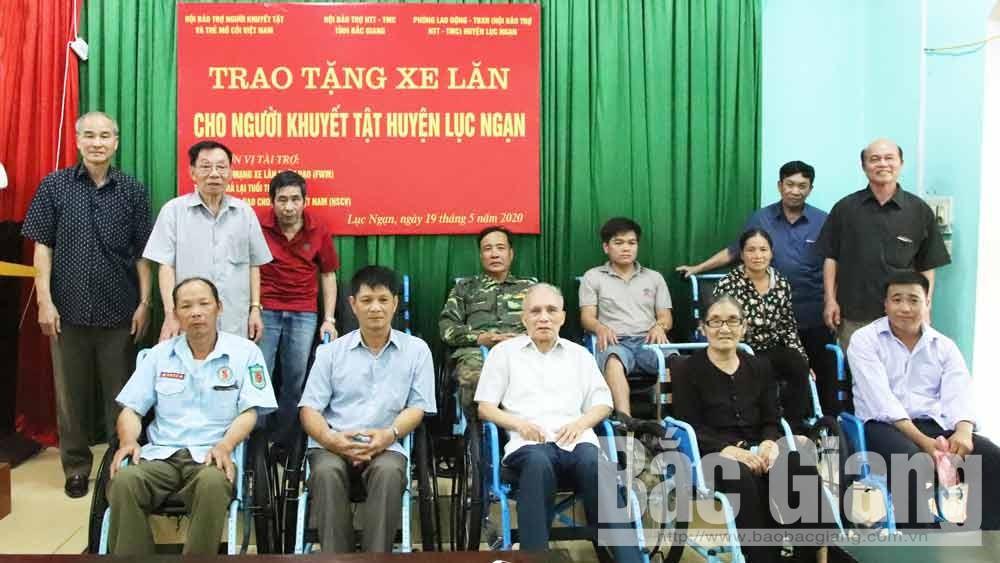 Trao tặng 41 xe lăn cho người khuyết tật huyện Lục Ngạn