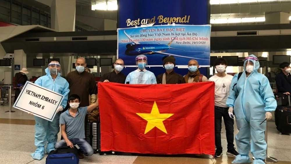 340 Vietnamese repatriated from India after long wait, arduous journeys