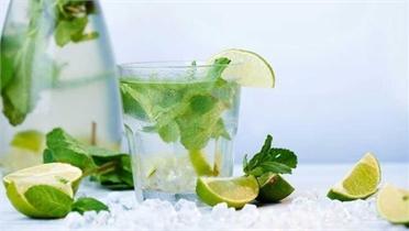 5 thức uống giảm mụn ngày hè