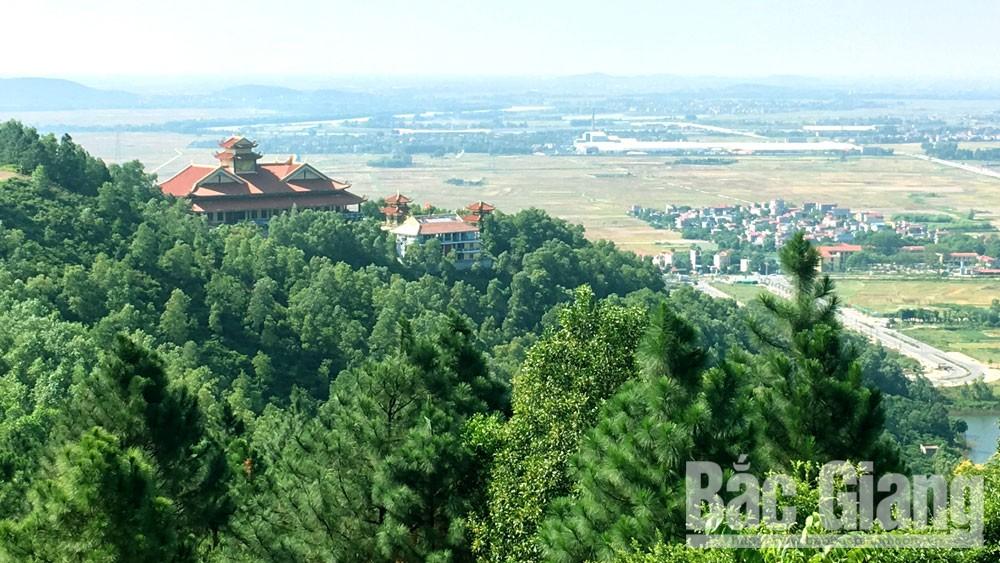 Một góc Thiền viện Trúc lâm Phượng Hoàng nhìn từ đỉnh Non Vua.