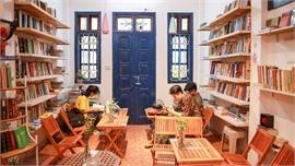 Thư viện miễn phí giữa Thủ đô: Khách tự chọn sách, đồ uống, hoa quả