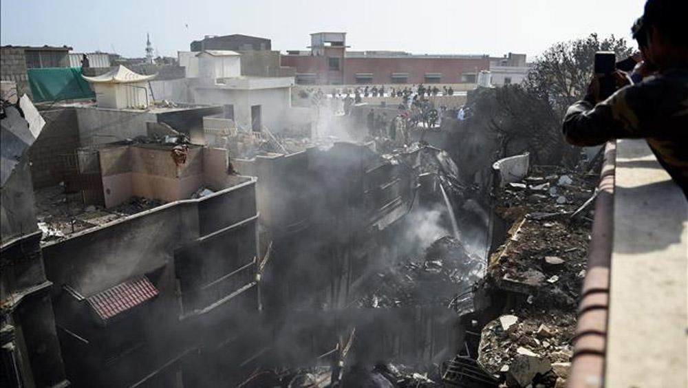 Rơi máy bay, rơi máy bay chở khách ở Pakistan, airbus, sống sót trong vụ rơi máy bay