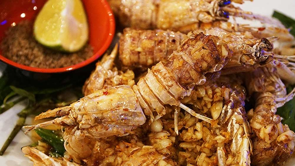 Mantis shrimp, Tom tit, seafood lovers, ripe roe, fat and meat, steamed with lemongrass, roasted with garlic