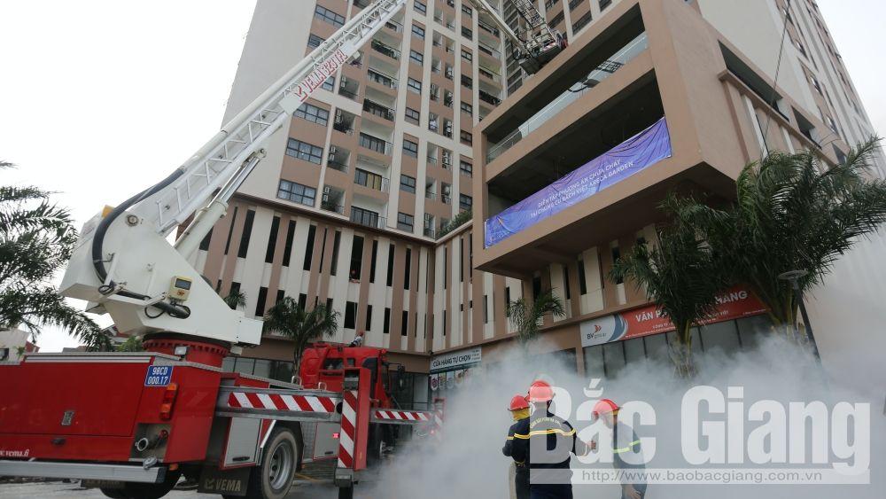 Bắc Giang: Gần 100 người tham gia thực tập phương án chữa cháy tại chung cư Bách Việt Areca Garden