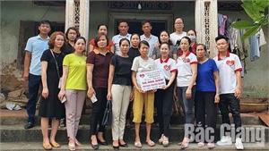 Bắc Giang: Trao sổ tiết kiệm gần 51 triệu đồng cho phụ nữ có hoàn cảnh khó khăn