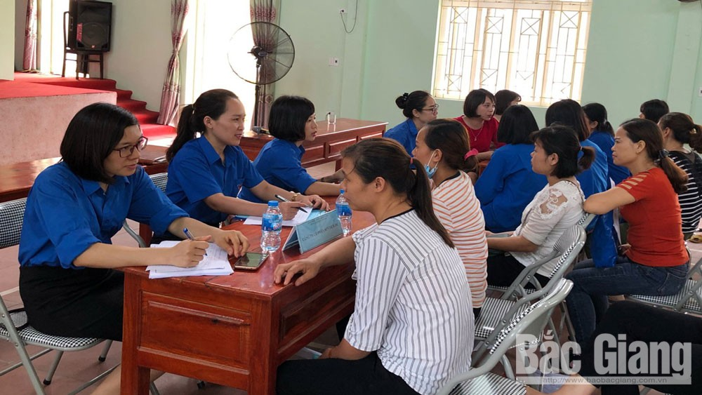 Job Service Center in Bac Giang province links businesses and labourers