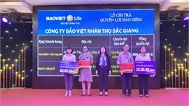 BVNT Bắc Giang chi trả gần 1 tỷ đồng quyền lợi bảo hiểm cho khách hàng gặp rủi ro
