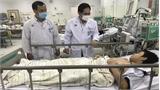 Phẫu thuật cho hai học sinh bị chấn thương nặng vì cây phượng bật gốc