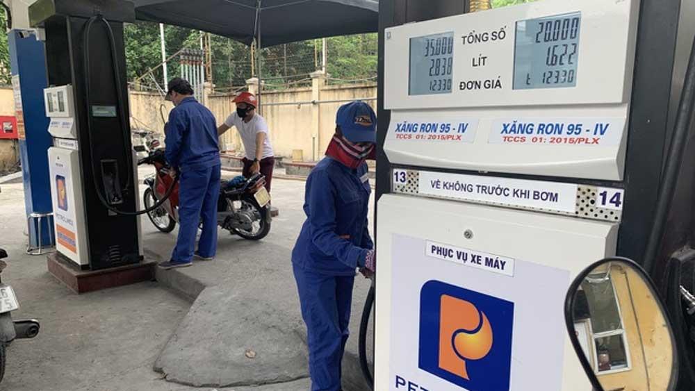 Giá xăng tăng gần 1.000 đồng/lít