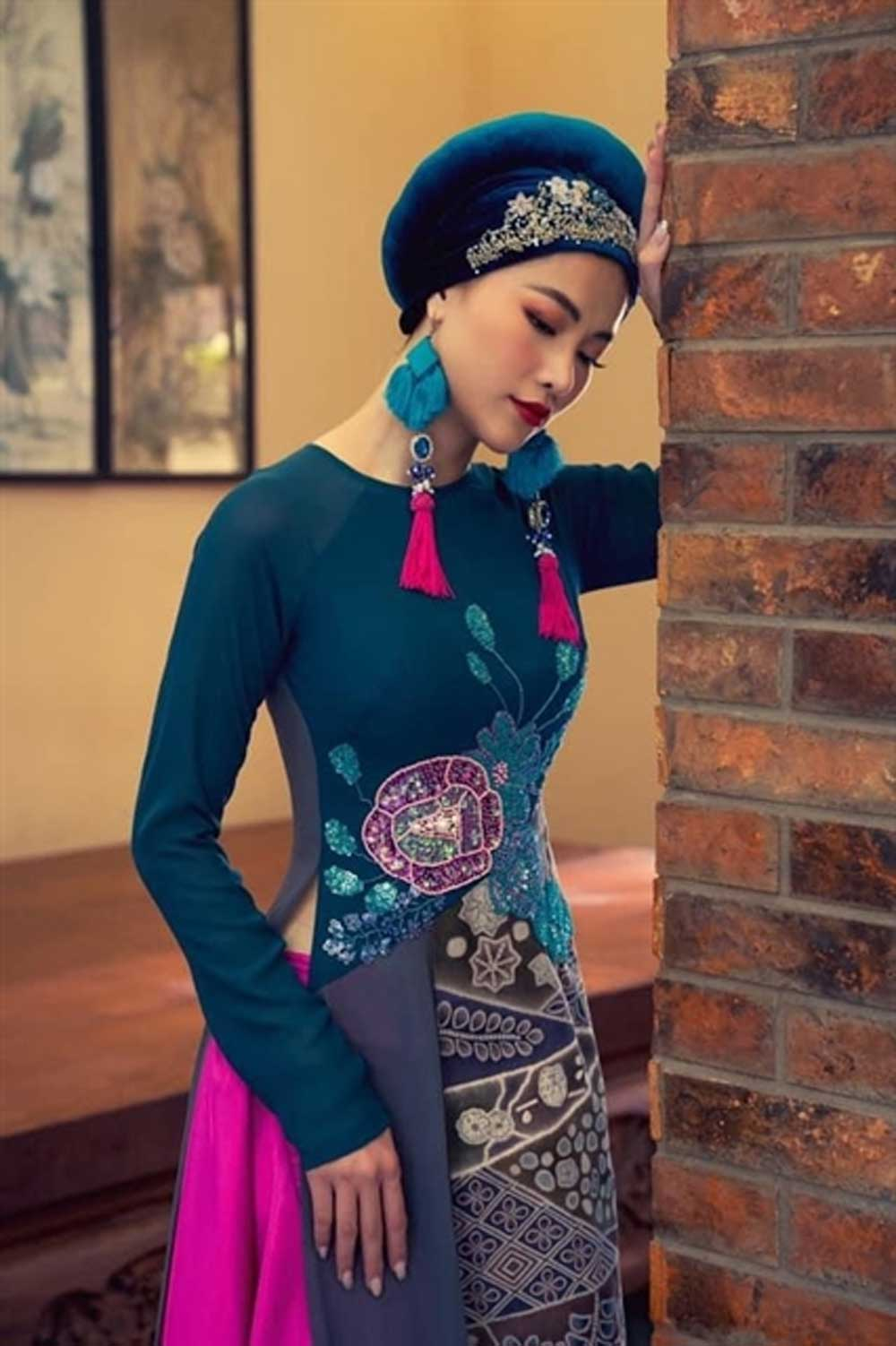 Designers, ao dai collections, HCM City, Fashion designer, Vietnamese dress, retro colours,  flowers and plants, traditional Japanese silk, strong impression