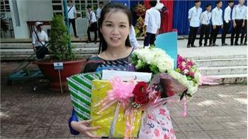 Cô giáo dạy Văn hát cải lương Truyện Kiều khiến học trò say mê