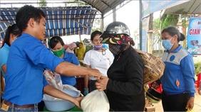 Máy phát gạo tự động và gian hàng 0 đồng về vùng biên Bình Phước