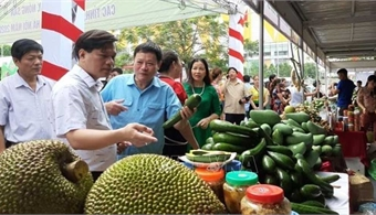 Local agricultural products showcased in Hanoi