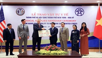 Made-in-Vietnam face masks donated to New York, South Korea