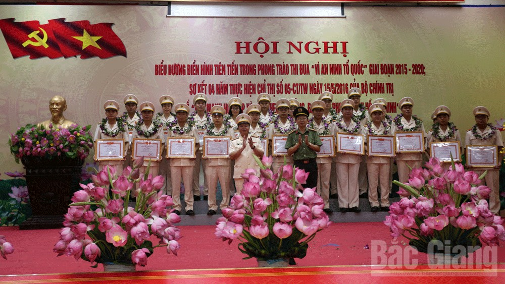 """Bắc Giang: Nhân rộng điển hình tiên tiến trong phong trào thi đua """"Vì an ninh Tổ quốc"""""""