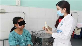 Sử dụng sản phẩm lột trắng da siêu tốc, một thiếu nữ bị hủy hoại da mặt