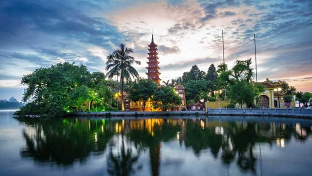 Hanoi, HCM City, most popular, travel destinations, Asia, US magazine, largest cities, harmonious combination, modern and historical features