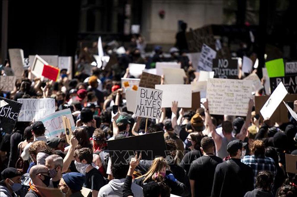 Biểu tình, biểu tình ở mỹ, george floyd, phân biệt chủng tộc, người da màu, cảnh sát mỹ, bạo lực