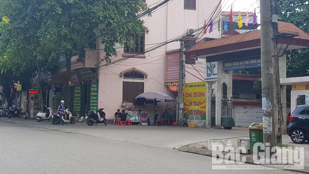 Xử lý tình trạng bán hàng rong tại cổng trường học, TP Bắc Giang, Bắc Giang