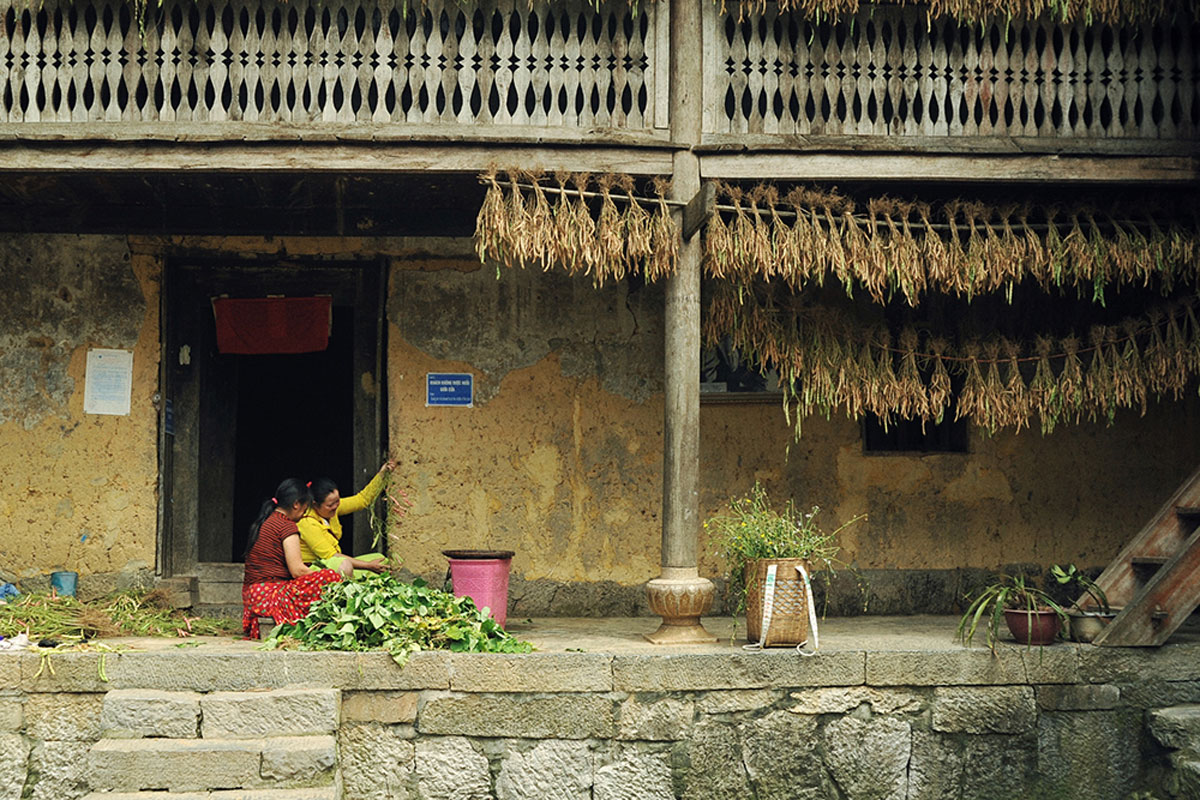 Summer evening, Pao's House, director Do Thanh Hai, Chuyen Cua Pao, century-old house, H'mong family, well-preserved architecture