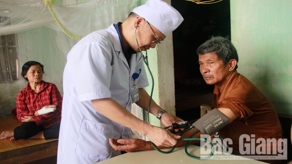 Doctors of poor people, Bac Giang province, health examination, blood pressure, heart and lung, Covid-19 pandemic,  healthier lifestyle