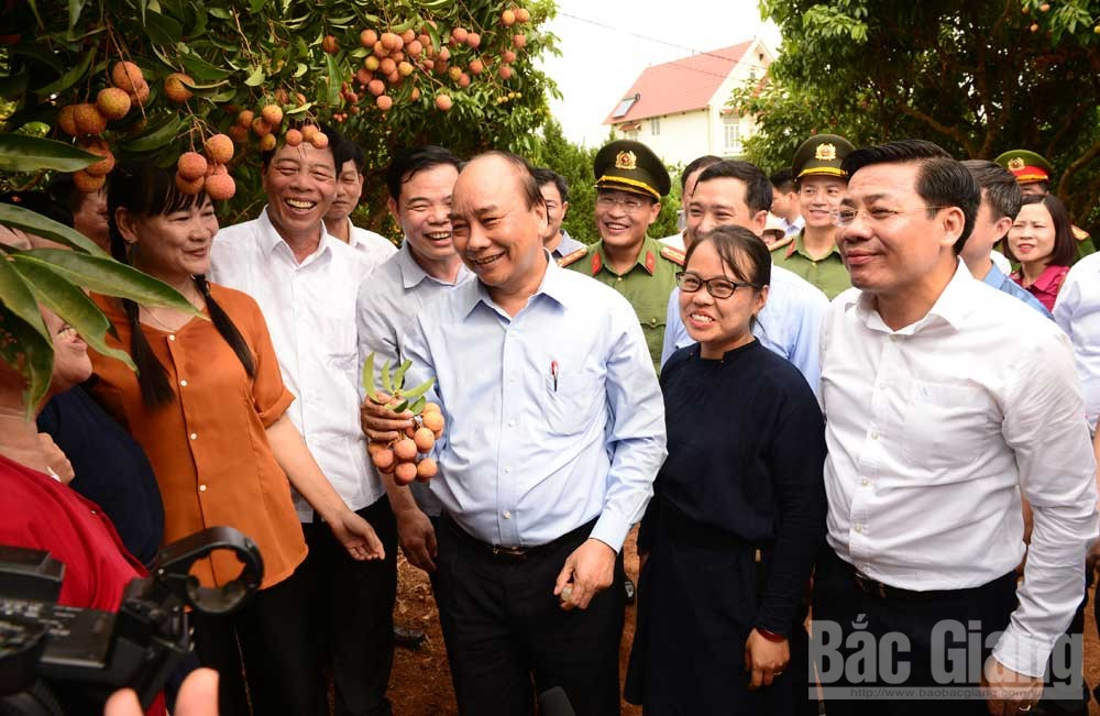 PM Nguyen Xuan Phuc, Bac Giang province, removing obstacles, fulfilling dual goals, socio-economic development, foreign direct investment, Covid-19 pandemic, national key fruit growing area
