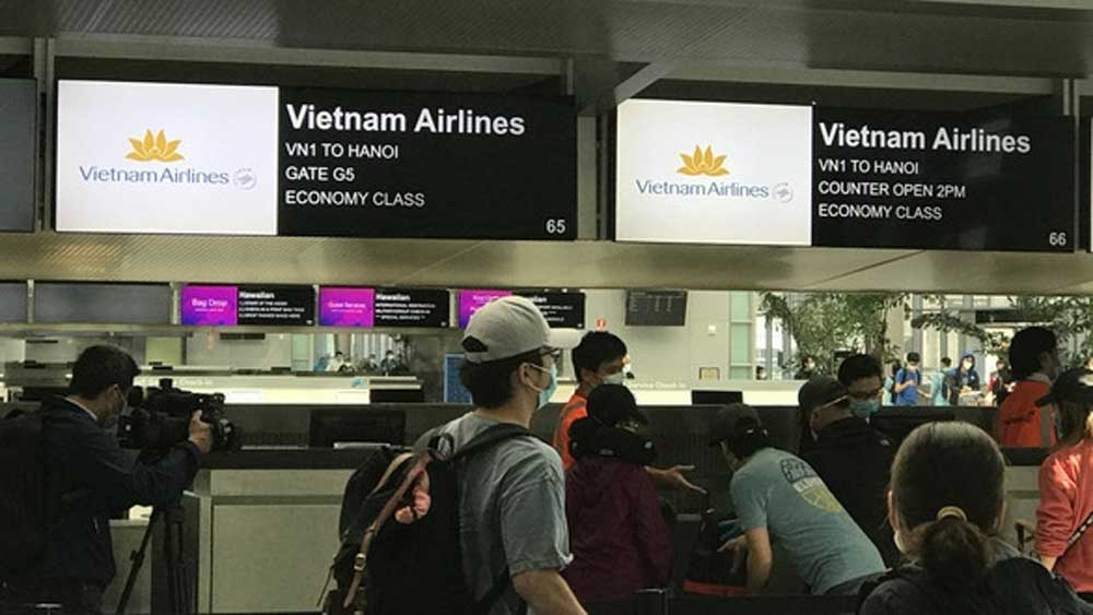 Over 340 Vietnamese citizens, brought home, the US, Vietnam Airlines flight,  necessary procedures, medical health check-ups, quarantine capacity