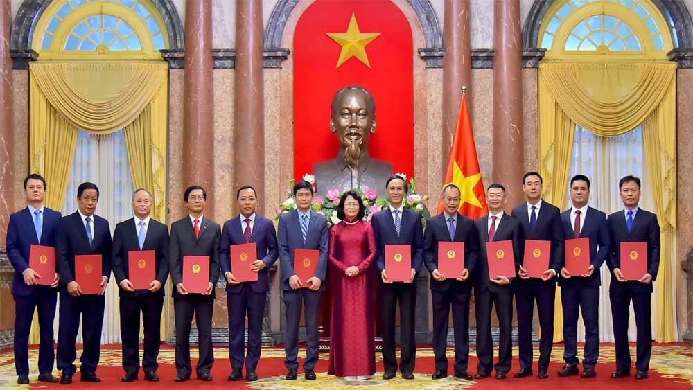 Twelve new ambassadors, appointment decisions, Covid-19 pandemic,  security challenges, experience and diplomatic skills, Vietnam's position