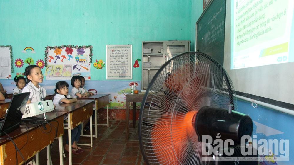 Nhà trường và phụ huynh tìm cách chống nóng cho học sinh