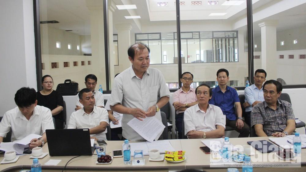 Đại diện lãnh đạo UBND huyện Sơn Động phát biểu ý kiến.