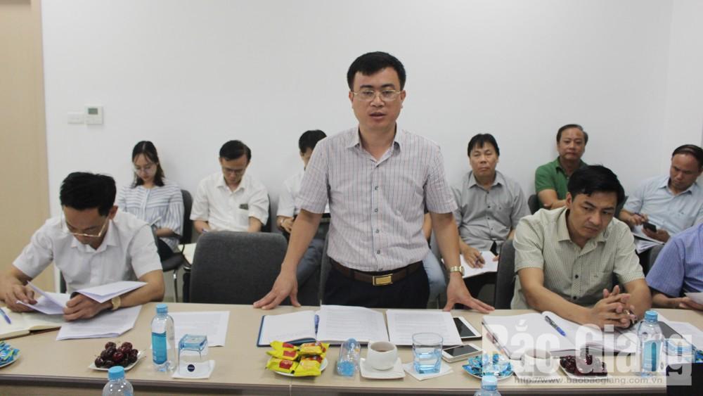 Đại diện lãnh đạo Sở TNMT phát biểu làm rõ thêm những nội dung liên quan đến công tác GPMB.