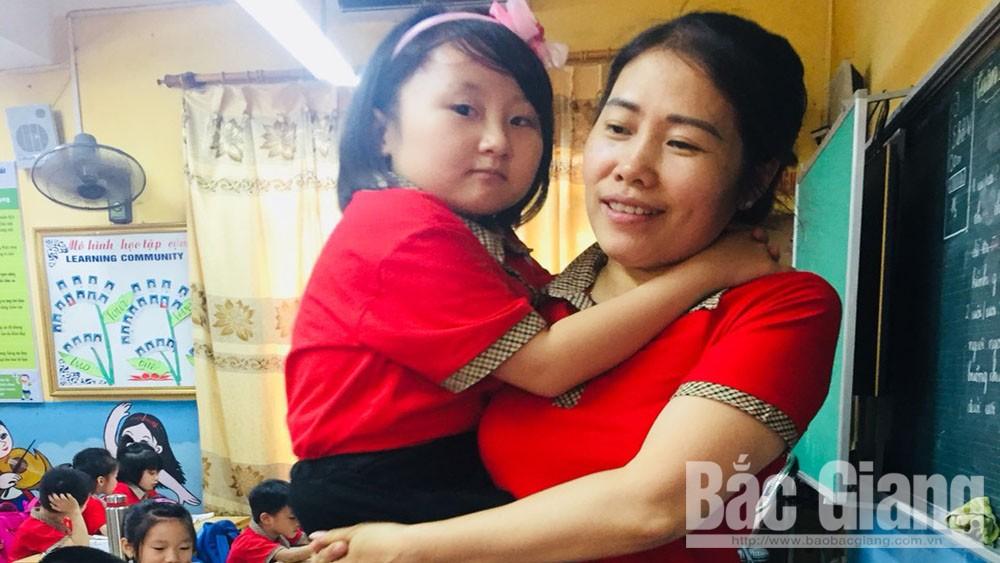 Cô giáo Lý Thị Thu Thùa hết lòng vì học sinh khuyết tật