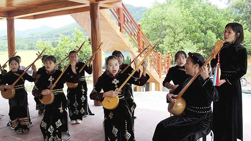 Bac Giang province, Tay ethnic minority people, homestay services, community-based ecological tourism model, Son Dong district, foreign delegations